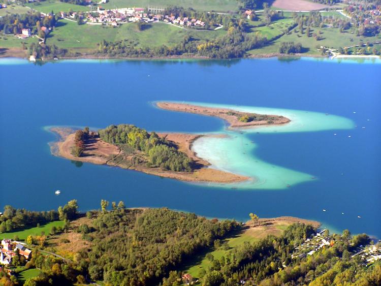 Les deux îles lac d'Aiguebelette